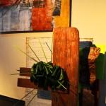 """1° Premio y Cucarda Dorada al mejor Diseño de la Exposición en Diseño Acompañado Pintura                   Cuadro: """"Punto de Encuentro"""" de Ana Kljajo                   Diseño: Liliana V. de Paulón"""